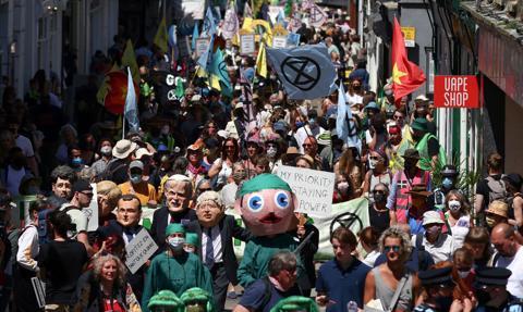 Tysiące osób protestowało przed centrum medialnym szczytu G7