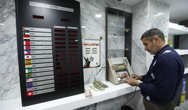 Nowe banknoty wydrukowane w Rosji mogą spotęgować kryzys w Libii