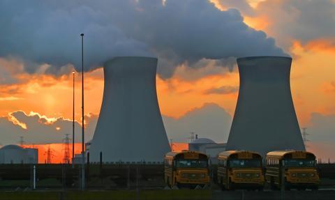 Coraz więcej Polaków opowiada się za budową elektrowni jądrowej. Sondaż CBOS