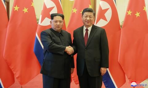 """Kim Dzong Un chwali """"więzi braterstwa"""" z Chinami"""