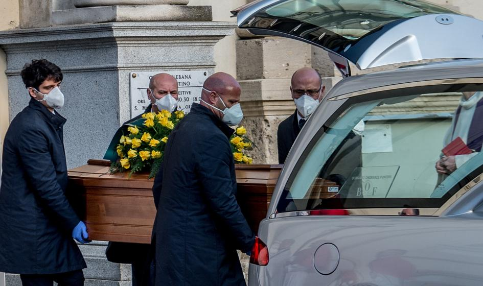 We Włoszech najniższa dobowa liczba zmarłych na COVID-19 od początku roku