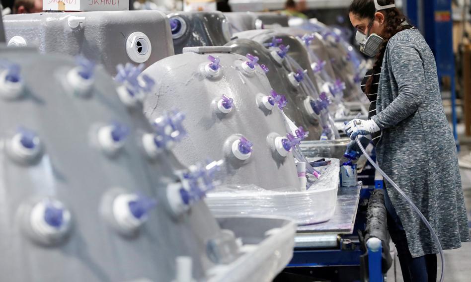 Produkcja przemysłowa spadła drugi miesiąc z rzędu