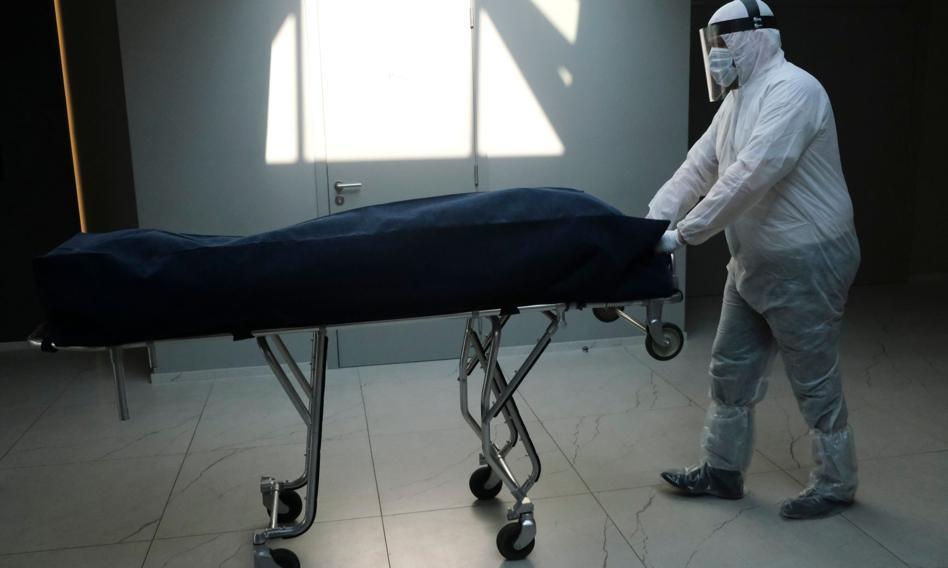 Liczba zgonów w związku z koronawirusem przekroczyła 4 miliony
