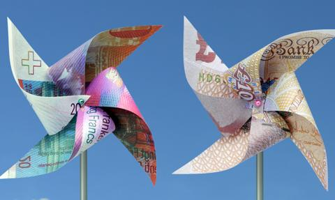 Co nam mówią pensje Polaków w funcie i franku