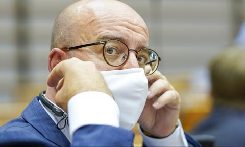 Szef Rady Europejskiej: Przed politykami są dwie opcje co do walki z epidemią