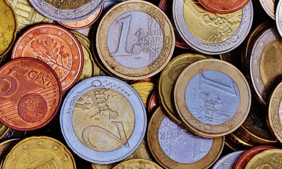 Lekkie osłabienie złotego. Euro i dolar w górę