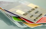Banki zaczynają dokręcać śrubę posiadaczom kart kredytowych
