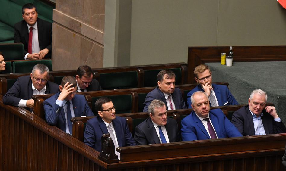 Polacy są przeciwko podwyżkom dla polityków [Sondaż]