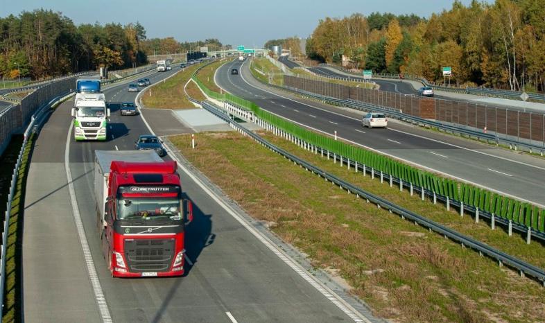 Ruch samochodów ciężarowych większy niż przed rokiem
