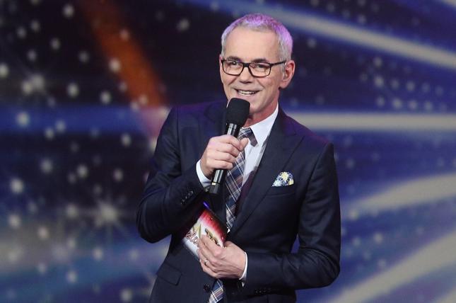 """Robert Janowski, przez 20 lat gospodarz teleturnieju """"Jaka to melodia""""."""