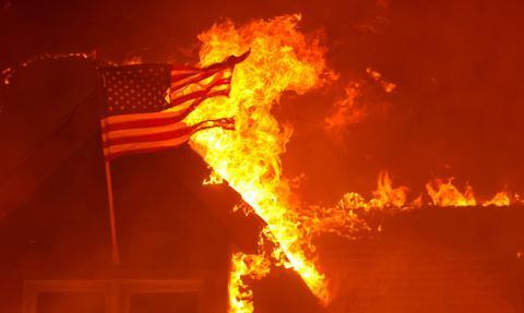 Wojna, zabójcza susza i trawiący ogień. Sierpień na zdjęciach [Galeria miesiąca]