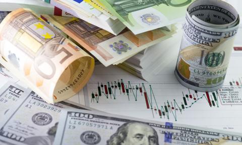 Kurs euro poniżej 4,55 zł. Funt najdroższy od maja