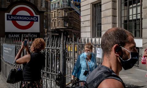 Brytyjscy naukowcy: Epidemia rozwija się szybciej niż w najgorszym scenariuszu