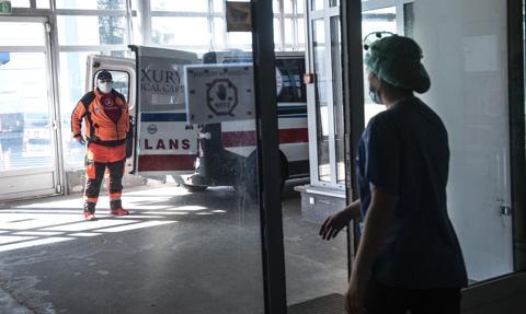 """Projekt ustawy """"o dobrym Samarytaninie"""" wpłynął do Sejmu. Medycy mają zarabiać więcej"""
