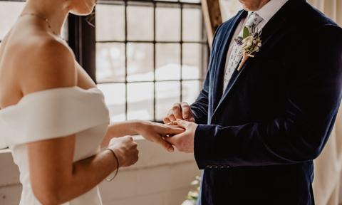 Mocno spadła liczba zawieranych małżeństw