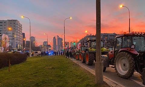 Protest rolników w Warszawie. Traktory blokują ulice