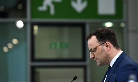 """Niemiecki minister zdrowia chce zniesienia """"stanu epidemii"""" mimo wzrostu zachorowań"""