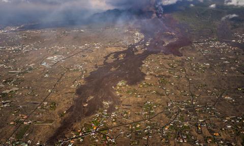 Lawa pokryła kilkaset hektarów upraw na wyspie La Palma