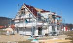 Polacy najchętniej biorą kredyt na dom, ale nie radzą sobie z jego spłatą