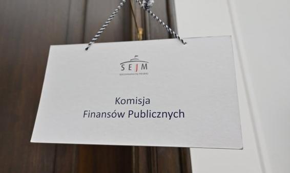 Komisja finansów za przesunięciem terminu na rozliczenie zeszłorocznego CIT