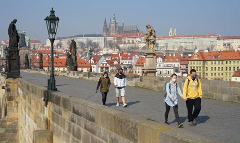 Czeski poseł odda mandat za udział w nielegalnej imprezie