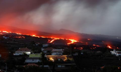 Z powodu wybuchu wulkanu w Hiszpanii przestało pracować prawie 200 firm