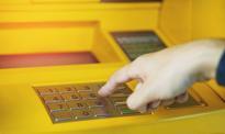 Przełomowy moment – na świecie ubywa bankomatów