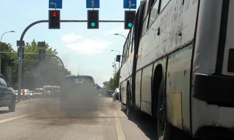NIK krytycznie o próbach eliminacji pojazdów emitujących szkodliwe substancje