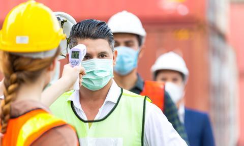 Obowiązki i uprawnienia pracowników w czasie czwartej fali koronawirusa