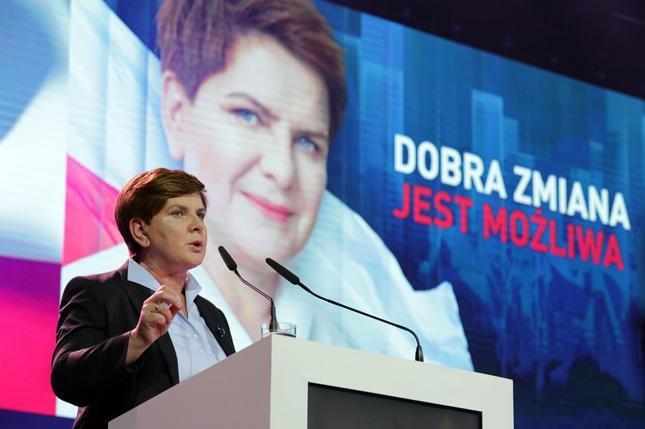 Beata Szydło informowała, że w Polsce należy wprowadzić podatek od sklepów wielkopowierzchniowych