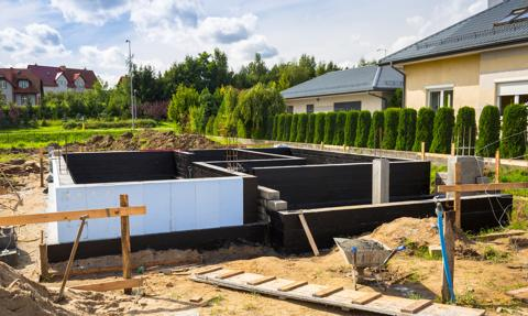 Mniejsze raty podczas budowy domu. Banki dają nawet ponad 3 lata oddechu