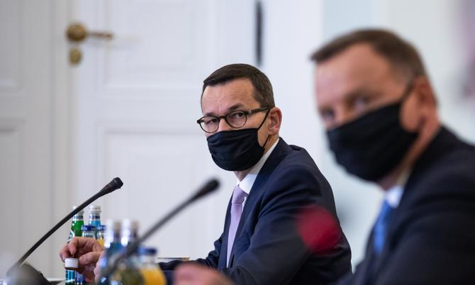 """""""Premier złamał pięć przepisów w dwóch ustawach"""". Onet ujawnia szczegóły raportu NIK o wyborach kopertowych"""
