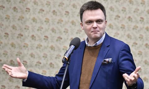 Sondaż: duży spadek zaufania do rządzących; Szymon Hołownia na podium