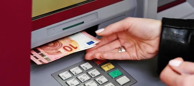Zgodnie z prawem to bank musi udowodnić rażącą niedbałość posiadacza karty