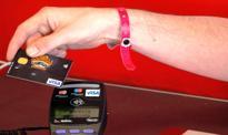Dane z kart bankowych pokazują skalę spadku konsumpcji