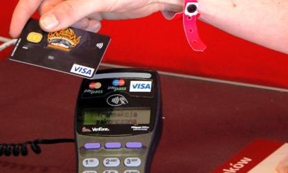 Banki chcą podniesienia limitu dla transakcji zbliżeniowych bez PIN z 50 do 100 zł