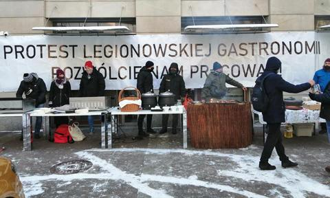 Protest przed restauracją w Legionowie zamiast planowanego otwarcia lokalu