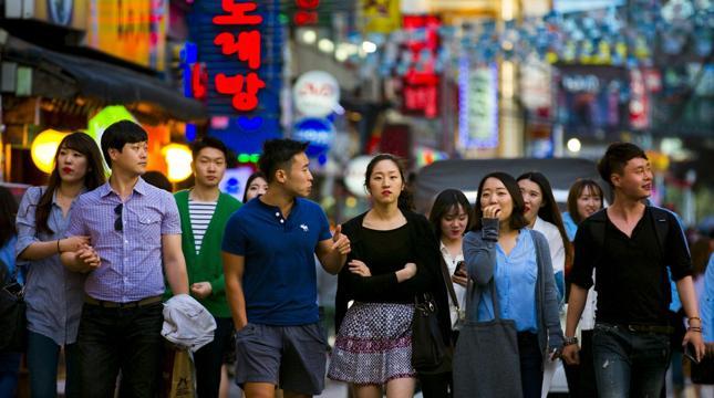 """""""Koreańczycy mieszkają z rodzicami aż do samego ślubu, czyli zazwyczaj dopiero po ukończeniu trzydziestu lat przenoszą się na swoje"""""""