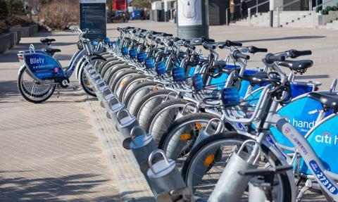Rowery miejskie na ostrym zakręcie. O połowę mniej klientów przez pandemię