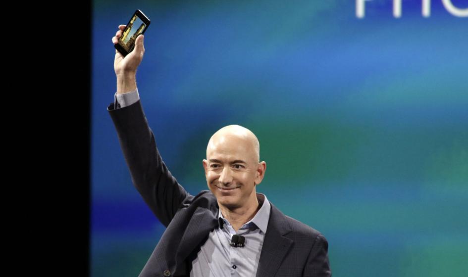 Kosmiczna rywalizacja miliarderów. Lot Bezosa wzbudził większe zainteresowanie niż wyprawa Bransona