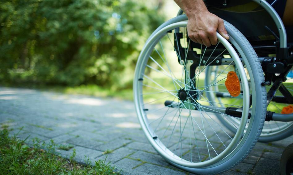 Osoby z niepełnosprawnościami i ich opiekunowie z pierwszeństwem w punktach szczepień