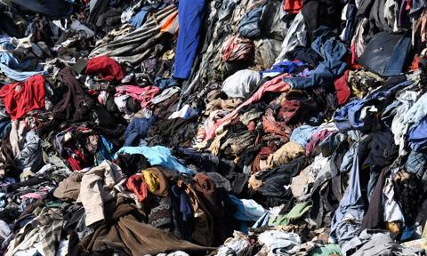 Bomba ekologiczna w Brzezince. Rozpoczęto wywożenie 8 tys. ton niebezpiecznych odpadów