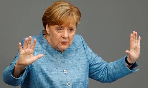 Reuters: widziano samochód uderzający w bramę urzędu Merkel