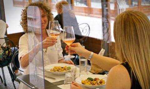 IGHP apeluje do rządu, by restauracje hotelowe mogły obsługiwać gości stacjonarnie