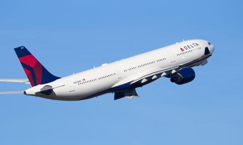Departament Stanu USA znosi zalecenie unikania podróży zagranicznych