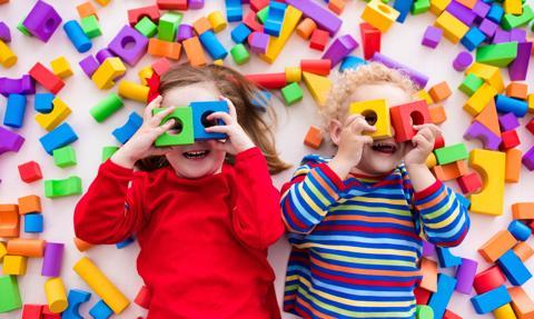 UOKiK: prawie połowa skontrolowanych zabawek elektrycznych nie spełniała wymagań