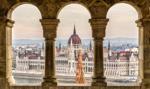 Badanie: Prawie połowa Węgrów straciła na pandemii