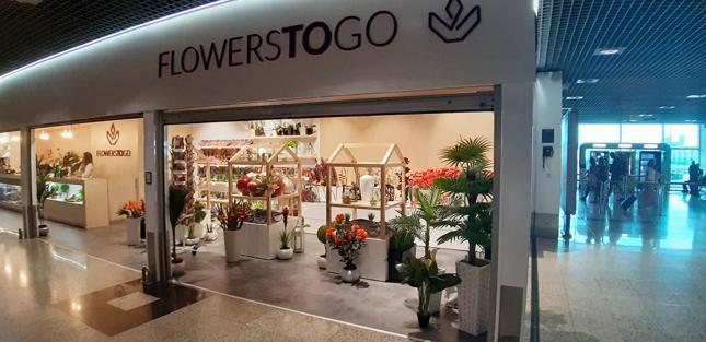 Kwiaciarnia na maderskim lotnisku - ostatnia szansa, by wetknąć turyście do bagażu kwiaty