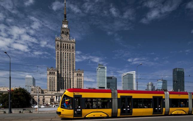 Warszawa: po pobicu pasażera tramwaje wprowadzają monitoring