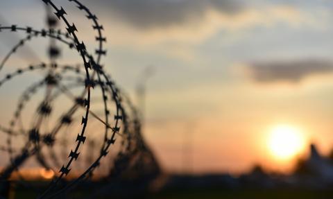 """Politolog: Terroryzm, migracja i pandemia przyczyniły się do """"powrotu granic"""""""